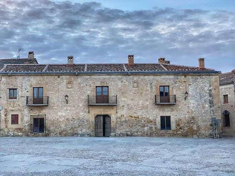 Imagen de la fachada de Casa Taberna, en Pedraza