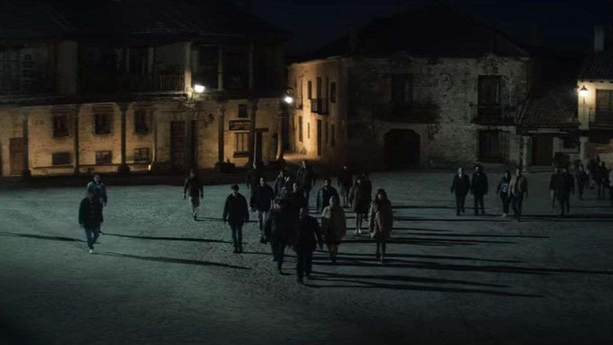 Imagen del rodaje de 30 Monedas en la Plaza Mayor de Pedraza